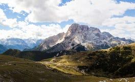Panorama della montagna - Dolomiti, Italia Immagine Stock