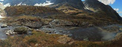 Panorama della montagna e del fiume Fotografia Stock