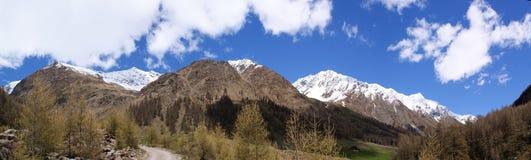 Panorama della montagna nel Tirolo del sud Immagine Stock