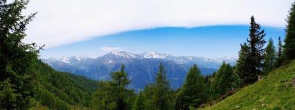 Panorama della montagna nel Tirolo del sud, Italia Fotografie Stock