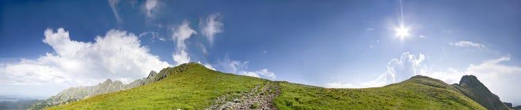 Panorama della montagna piena di sole. Fotografia Stock Libera da Diritti