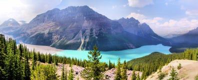 Panorama della montagna rocciosa immagine stock