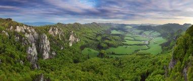 Panorama della montagna - Sulov, Slovacchia Fotografie Stock Libere da Diritti