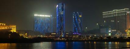 Panorama della notte Macao con la città del casinò di sogni fotografia stock libera da diritti