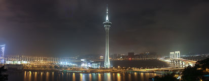 Panorama della notte Macao con la torre di Macao fotografie stock libere da diritti