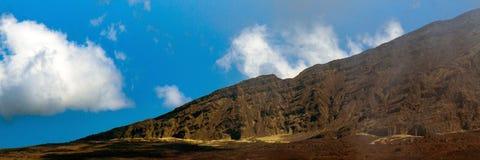 Panorama della parete vulcanica del cratere al parco nazionale di Haleakala sull'isola di Maui in Hawai Fotografie Stock