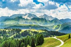 Panorama della regione di Adige del negativo per la stampa di cartamoneta in Italia del Nord su estate Immagine Stock Libera da Diritti