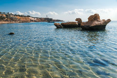 Panorama della spiaggia alla scogliera Fotografia Stock Libera da Diritti