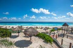 Panorama della spiaggia del delfino, Cancun, Messico Fotografia Stock