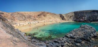 Panorama della spiaggia di Papagayo vicino al BLANCA di Playa, a Lanzarote, le isole Canarie Spagna Immagini Stock Libere da Diritti
