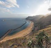 Panorama della spiaggia - oceano, sabbia, cielo blu - antenna Fotografia Stock