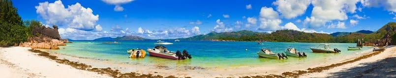 Panorama della spiaggia sull'isola Curieuse alle Seychelles Fotografia Stock Libera da Diritti