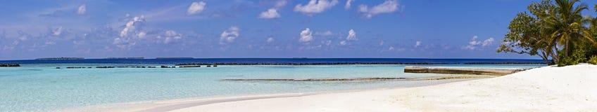 Panorama della spiaggia tropicale, viaggio Fotografie Stock Libere da Diritti