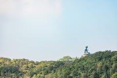 Panorama della statua di Buddha del gigante nell'isola di Lantau Fotografie Stock