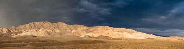 Panorama della tempesta di deserto della luce della primavera fotografia stock libera da diritti
