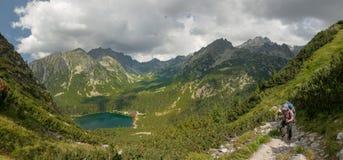 Panorama della valle in alte montagne di Tatra, Slovacchia, Europa del lago di pleso di Popradske Fotografia Stock Libera da Diritti