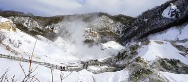 Panorama della valle e del ponte dell'inferno di pano di Noboribetsu Fotografia Stock