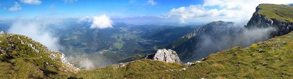 Panorama delle alpi austriache, catena montuosa di estate Immagini Stock