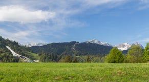 Panorama delle alpi della Baviera Germania di Garmisch-Partenkirchen Fotografia Stock Libera da Diritti