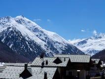 Panorama delle alpi italiane nevose nei tetti di primavera Fotografie Stock Libere da Diritti