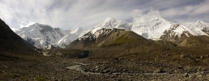 Panorama delle alte montagne Immagine Stock