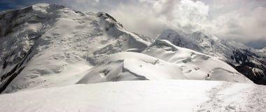 Panorama delle alte montagne Immagini Stock Libere da Diritti