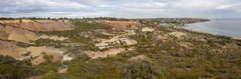Panorama delle colline della spiaggia della baia di Hallett immagini stock libere da diritti