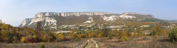 Panorama delle colline pedemontana della Crimea, la catena montuosa di autunno Fotografia Stock Libera da Diritti