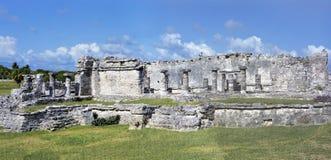 Panorama delle costruzioni maya antiche di Maya Civilization in rovine di Tulum, Messico Immagini Stock