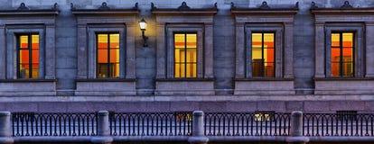 Panorama delle finestre dell'eremo a St Petersburg immagine stock libera da diritti