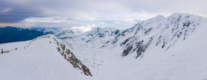 Panorama delle montagne basse di Tatras nel giorno di inverno nuvoloso Immagine Stock Libera da Diritti