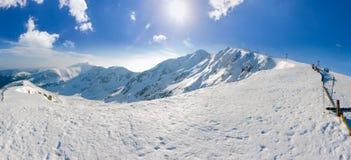 Panorama delle montagne basse di Tatras nel giorno soleggiato di inverno Fotografie Stock