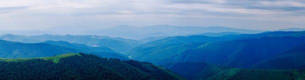 Panorama delle montagne carpatiche Fotografie Stock Libere da Diritti