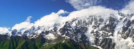 Panorama delle montagne caucasiche di Svaneti Fotografie Stock Libere da Diritti
