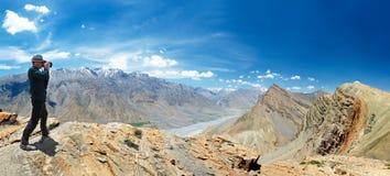 Panorama delle montagne dell'Himalaya dell'India Fotografie Stock Libere da Diritti