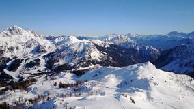Panorama delle montagne della cima di area dello sci di Nassfeld in Austria Immagini Stock Libere da Diritti