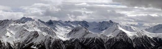 Panorama delle montagne dello Snowy Immagini Stock