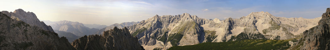 Panorama delle montagne di Alpes Immagine Stock Libera da Diritti