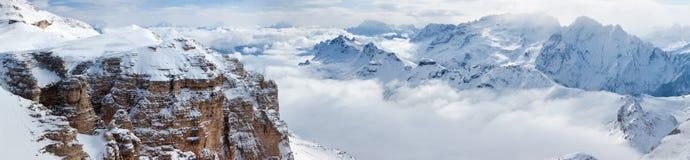Panorama delle montagne di inverno Fotografie Stock
