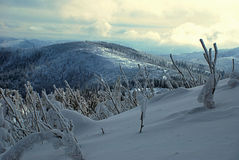 Panorama delle montagne di inverno in Beskid Slaski Fotografie Stock