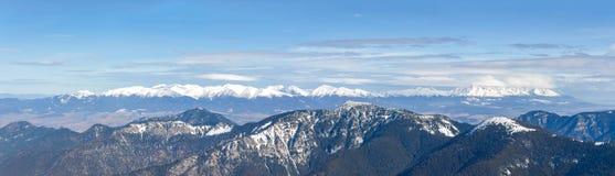 Panorama delle montagne di Tatra dai pendii di Tatras basso Fotografia Stock Libera da Diritti