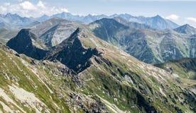 Panorama delle montagne di Tatra dal picco di Banikov in montagne occidentali di Tatras in Slovacchia fotografie stock libere da diritti