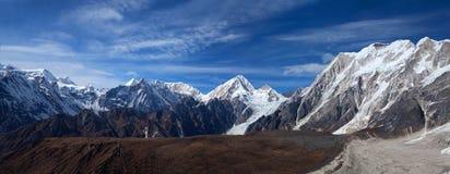 Panorama delle montagne nel Nepal Himalaya Immagine Stock Libera da Diritti