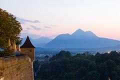 Panorama delle montagne nelle alpi al tramonto Immagini Stock Libere da Diritti