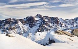 Panorama delle montagne nevose del Kazakistan Fotografia Stock Libera da Diritti