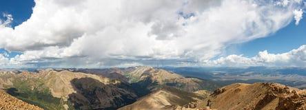 Panorama delle montagne rocciose dal monte Elbert Fotografia Stock Libera da Diritti