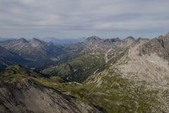 Panorama in den Alpen stockbild