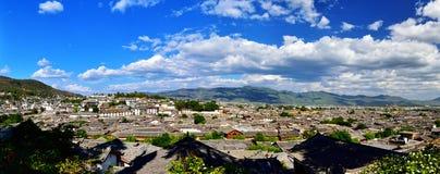 Panorama der alten Stadt Lijiang lizenzfreie stockfotos