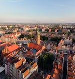 Panorama der alten Stadt und des Rathauses in Gdansk Stockbild