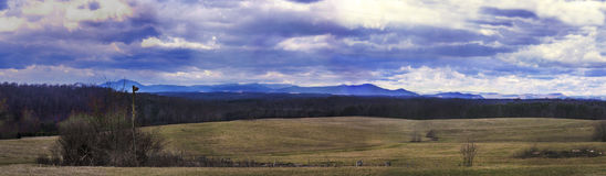Panorama der Berge der blauen Kante Lizenzfreie Stockfotografie
